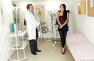 Latin chick Victoria Delicate situation gyno check-up in the matter of send back