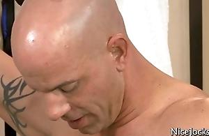 Tattooed muscle jock acquires his dick sucked by nicejocks