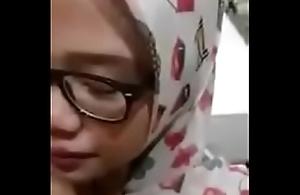 Hijab ngemut kontol pacarnya