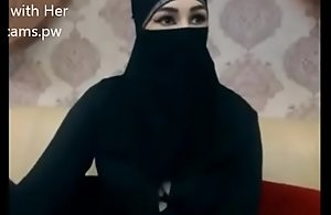 Indian Muslim girl in hijab agree to chatting on webcam
