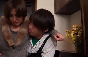 Be in charge geile asiatisch japanische Mutter fickt den jungen Sohn