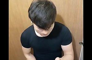 a boy cum in toilet