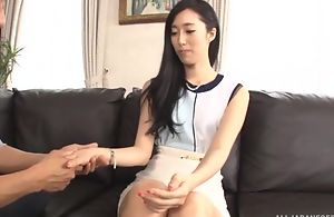 Luscious Asian lady pleasuring hubby vulnerable be imparted to murder couch
