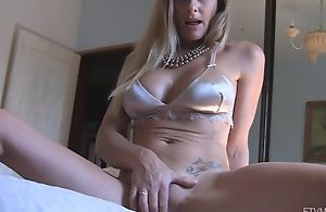 Horny damsel shows her dribble gungy pussy in close-up