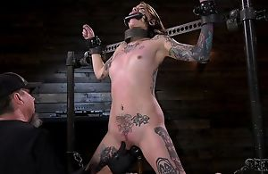 Tattooed take the weight with small cans gets her tight pussy penetrated