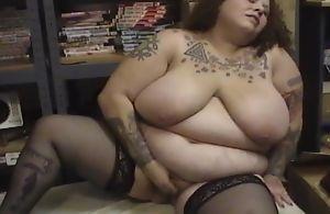 Obese mature relative to black stockings fucks herself near sex tool