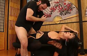 Bootylicious Japanese lady at hand stockings gets roughly fucked