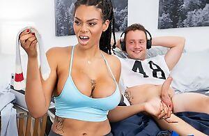 Dark-skinned housewife with huge bra buddies shagged on the floor