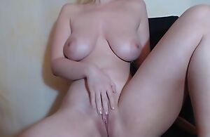 Naked camgirl plays approximately her soaking wet pussy