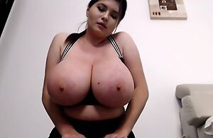 Well-built gloominess flashes will not hear of massive boobs on cam