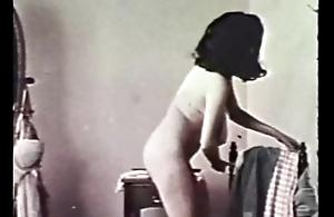 Exemplar Porn-Busty Brunette Shaving