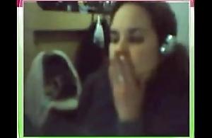 Cecilia muestra los pechos por webcam