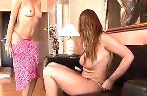 Putas trepando gostoso - www.pornoreal.com.br